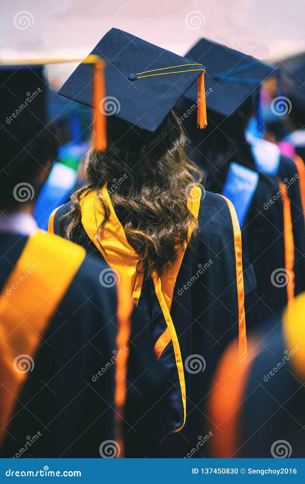 Absolwenci w skalowanie ceremonii