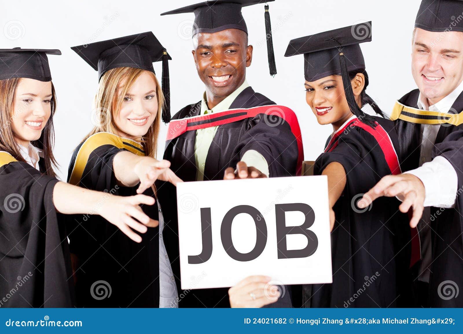 Absolwentów chwyta praca