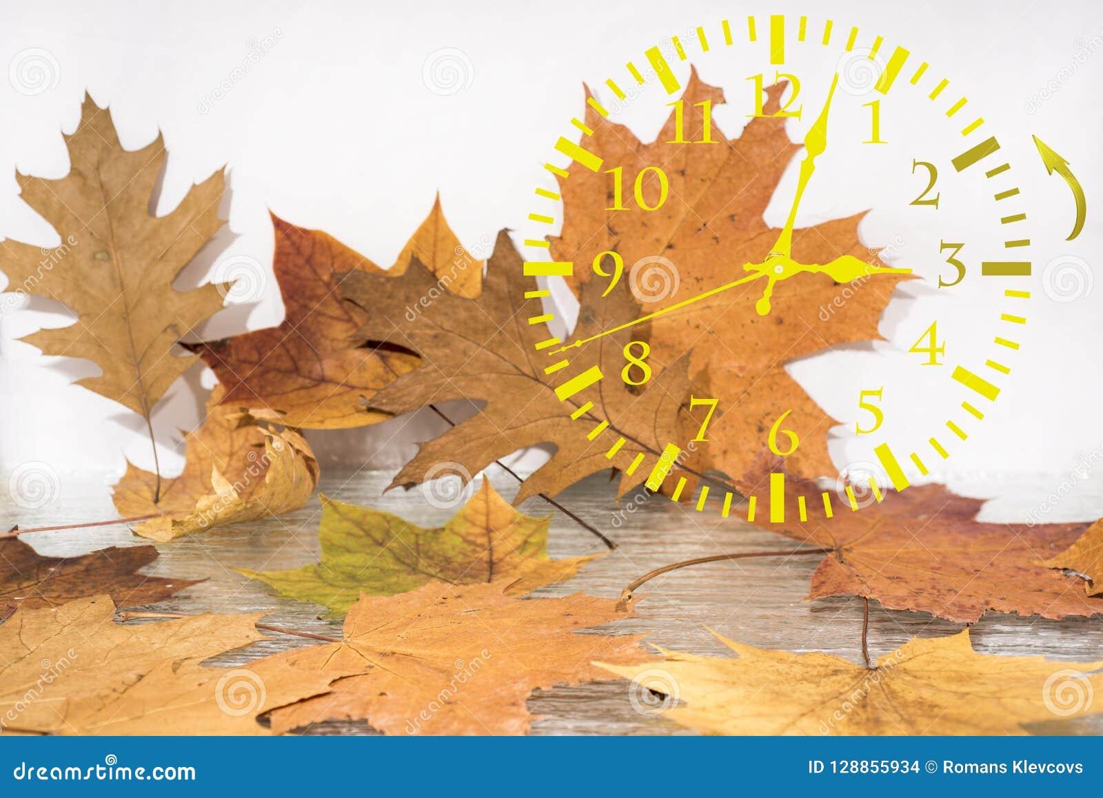 Abstracción del paisaje del otoño Baja detrás el tiempo Horario de verano