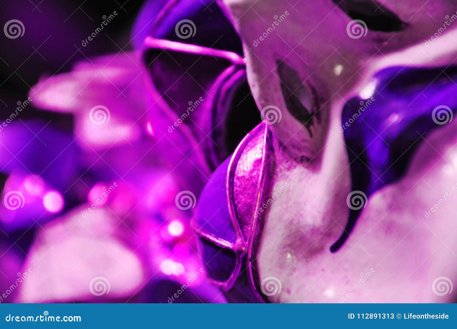 Abstract achtergrond ultraviolet Venetiaans maskerademasker, zelfbeeldconcept