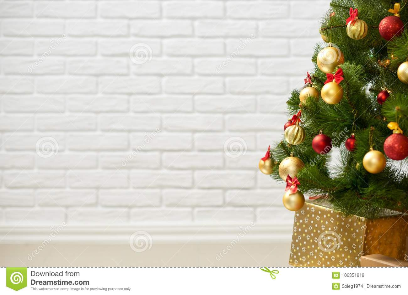 18 676 Christmas Tree Wall White Photos Free Royalty Free Stock Photos From Dreamstime