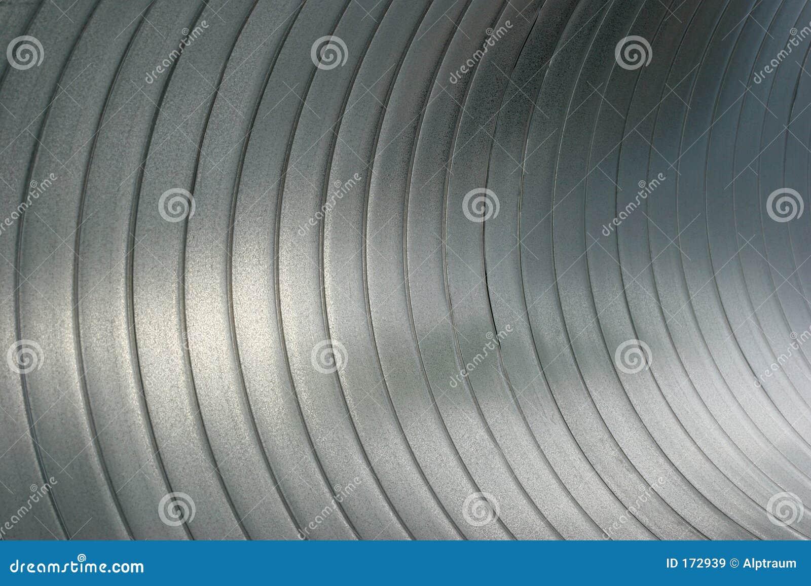 Abstract dicht omhooggaand binnen groot staalbuizenstelsel