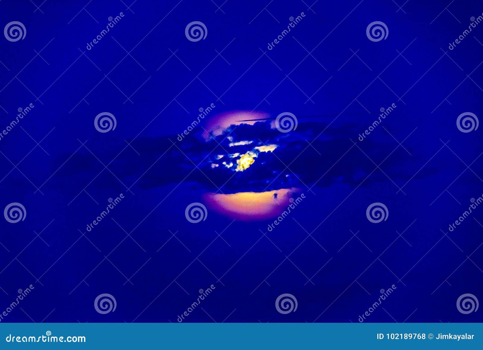 Abstract Bloody Moon Stock Illustration Illustration Of Sunset 102189768 Schau dir unsere auswahl an blood moon texture an, um die tollsten einzigartigen oder spezialgefertigten, handgemachten stücke aus unseren shops zu finden. dreamstime com
