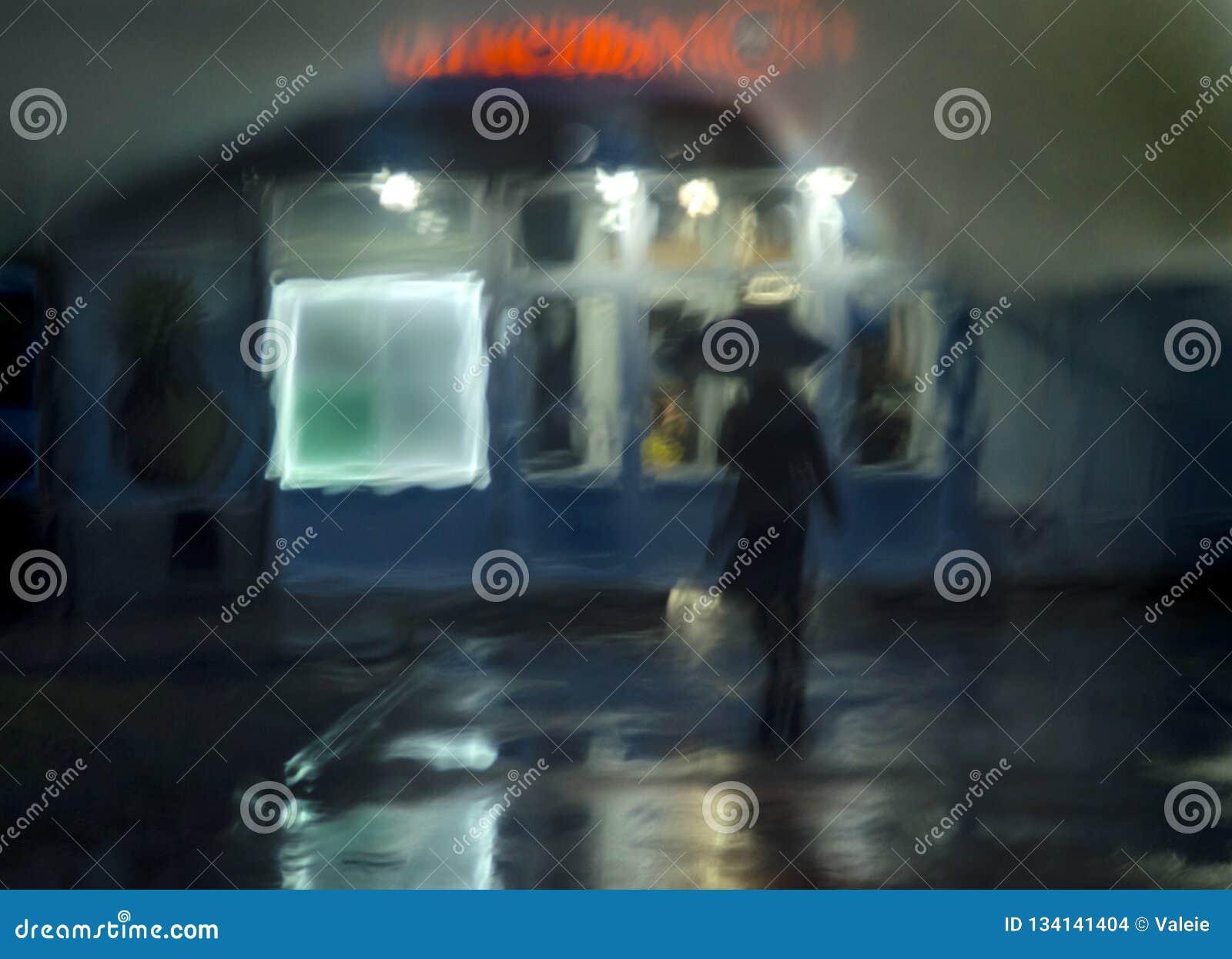 Abstracte achtergrond, nachtstraat, regen, silhouet