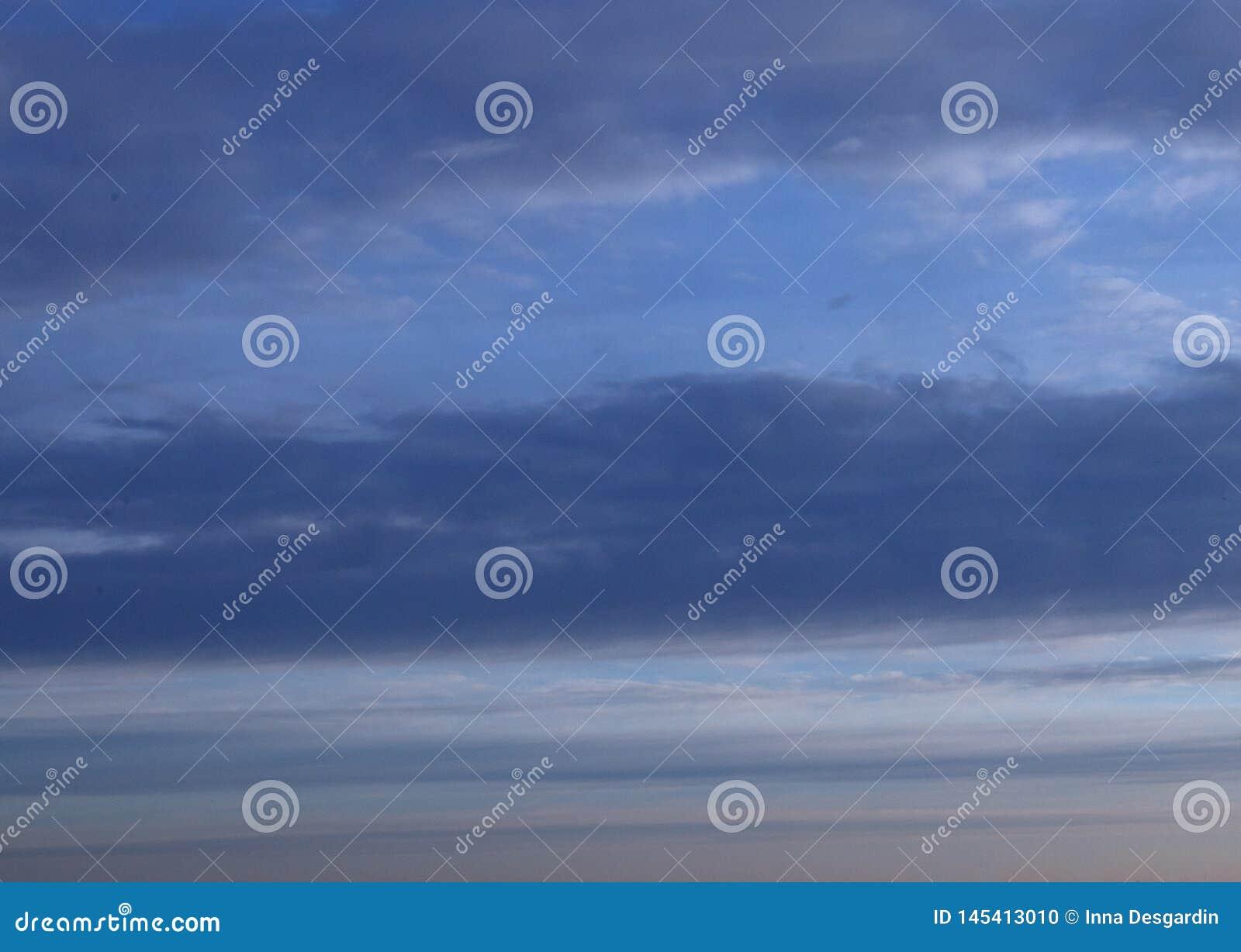 Abstracte blauwe hemel vage achtergrond met exemplaarruimte Fantasie of science fictionconcept Melkweg en ruimteontwerp
