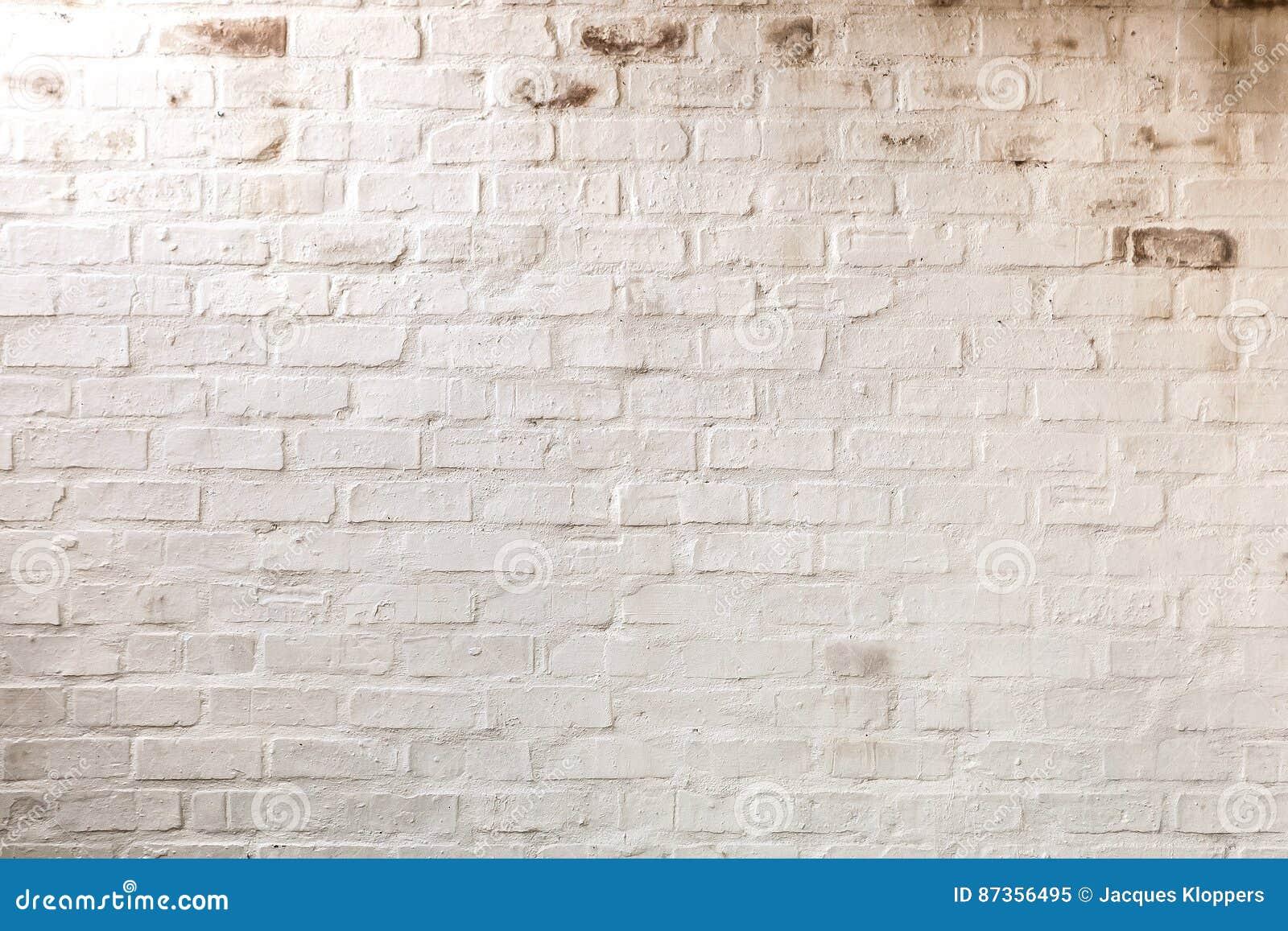 Abstracte samenstelling van witte geschilderde bakstenen muur