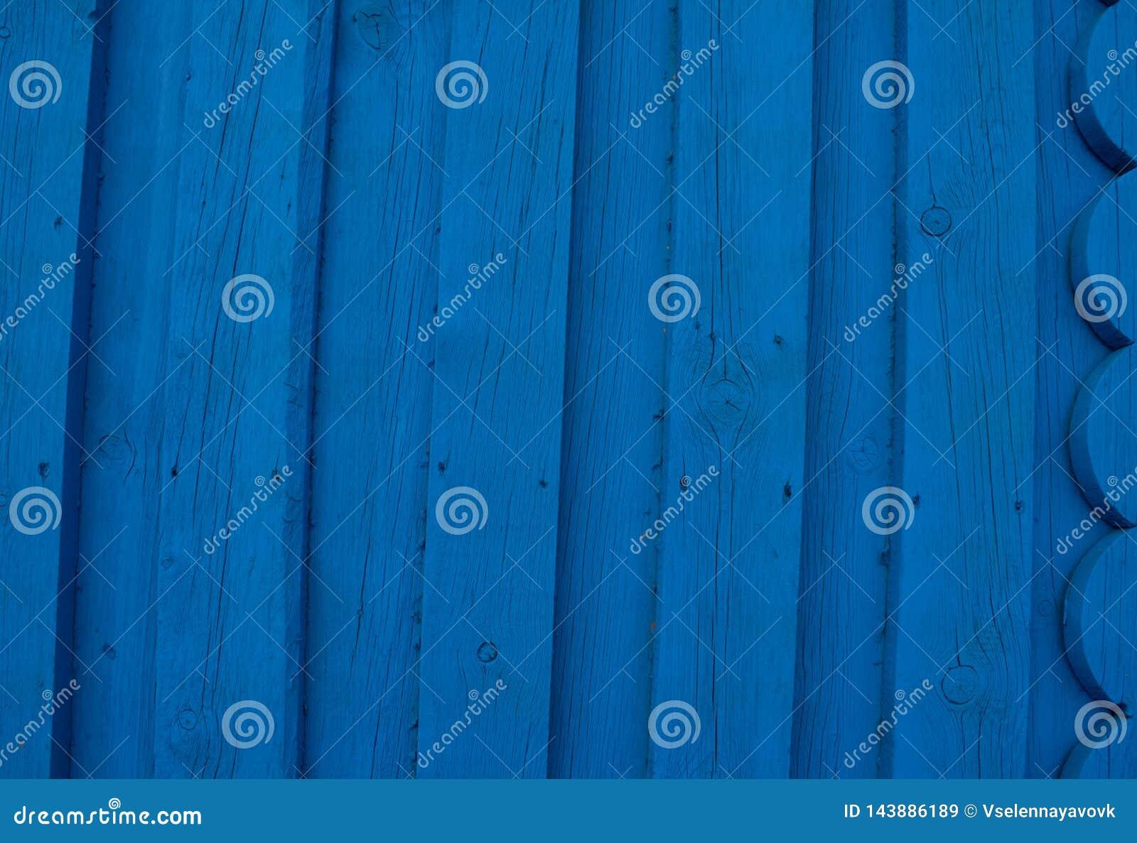 Abstracte turkooise heldere houten textuur over blauwe lichte natuurlijke kleurenachtergrond, oude paneelachtergrond met ruimte v