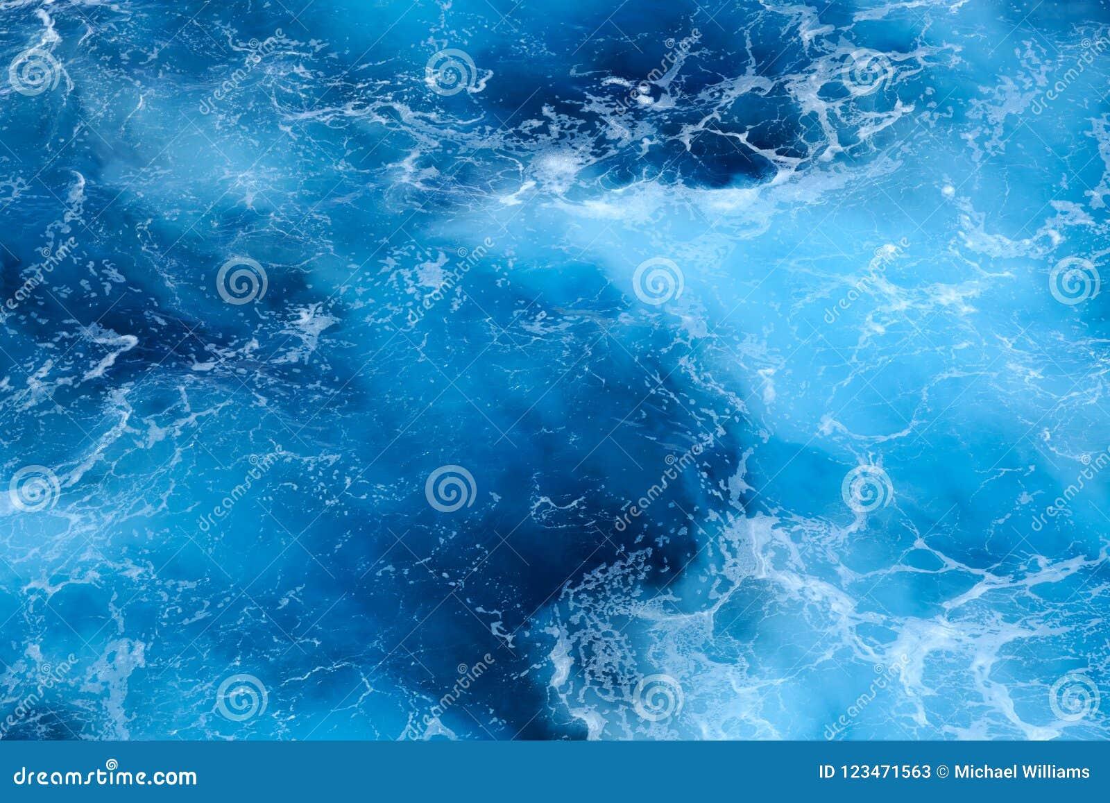 Abstracte wervelende patronen op het diepe blauwe overzees