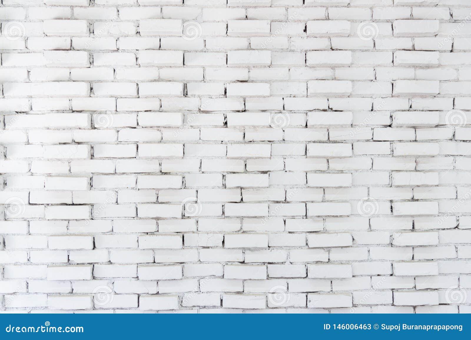Abstracte witte bakstenen muurachtergrond in landelijke ruimte, grungy roestige blokken van het behang van de metselwerkarchitect