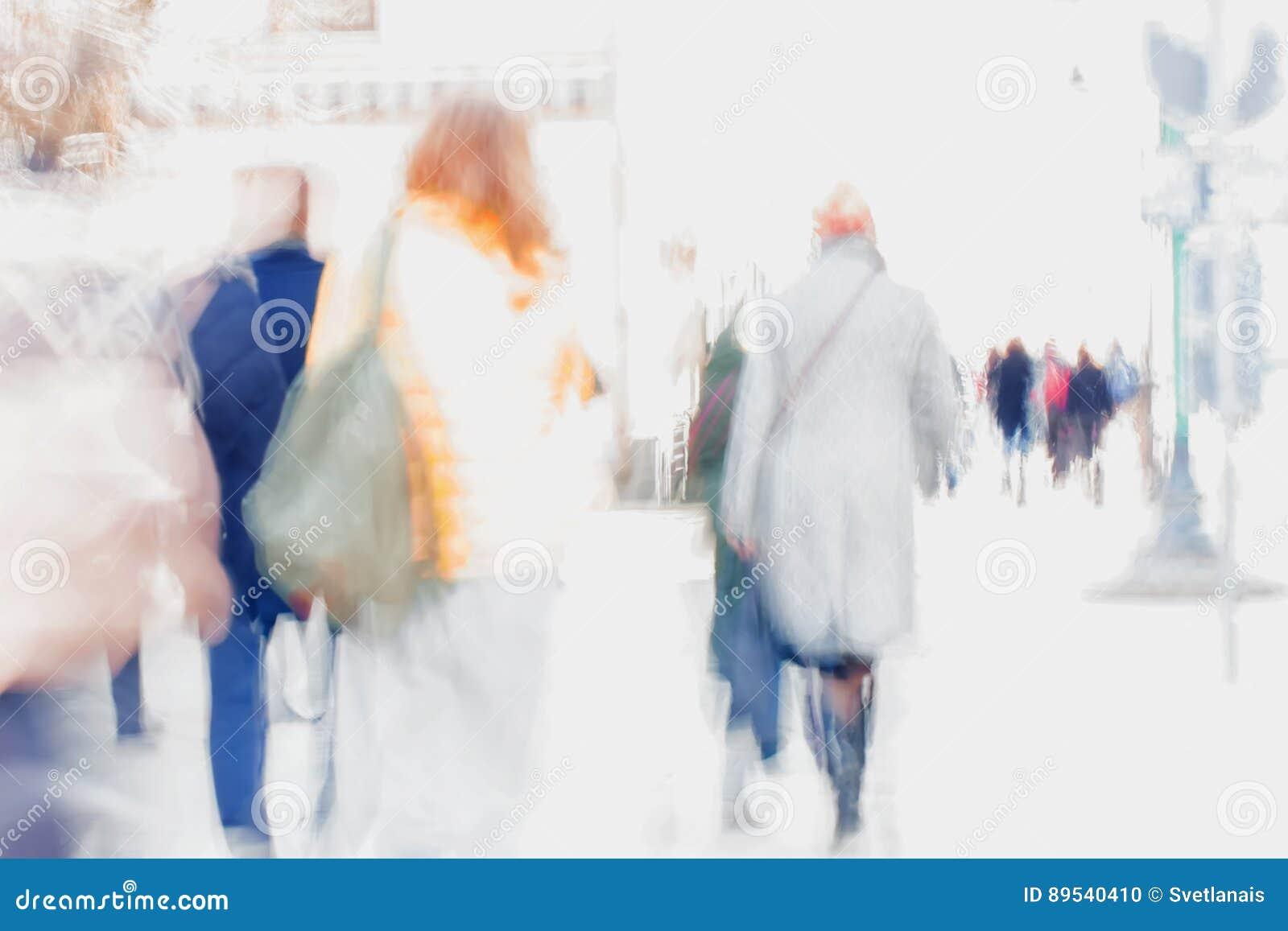 Abstraia o fundo Borrão de movimento intencional Povos que andam abaixo da rua da cidade Conceito da compra, andando