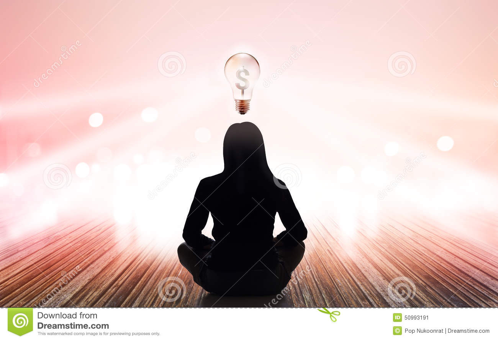 Abstrakcjonistyczna kobieta medytuje przy promieniami światło pastel i światła blub znaka pieniądze na wibrującym tle