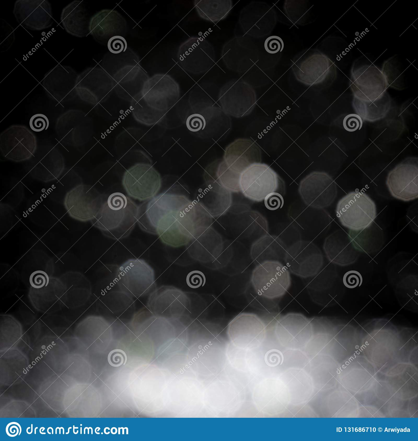 Abstrakcjonistycznego bielu srebra błyskotliwości bokeh tekstury defocused tło na czerni