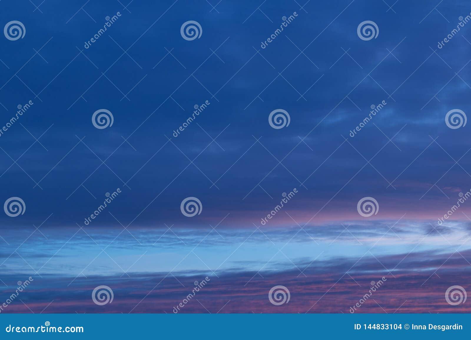 Abstrakcjonistycznego niebieskiego nieba zamazany tło Fantazji lub relaksu pojęcie Galaktyka i astronautyczny projekt