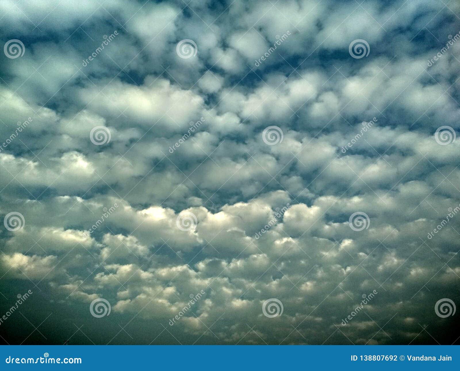 Abstrakcjonistycznej chmury tekstury tła niedźwięczny szablon dla strony internetowej, abstrakcjonistyczny ewidencyjny grafika sz