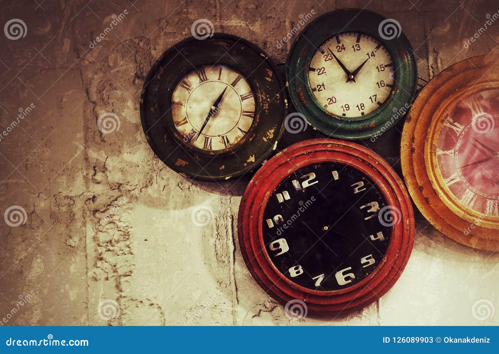 Abstrakcjonistyczni Retro zegary na ścianie