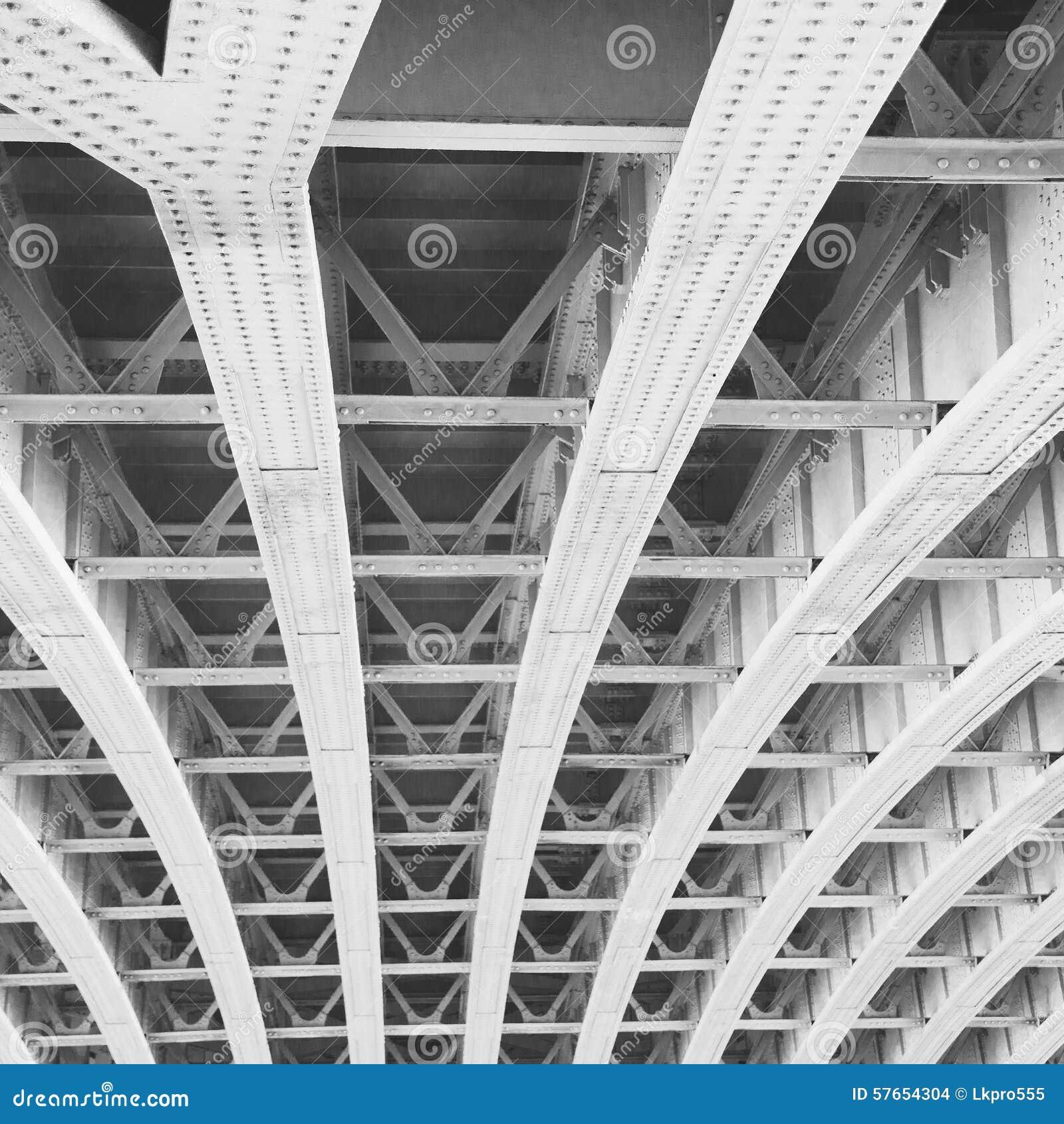 Abstrakcjonistyczny metal w e London poręcza nglan tle i stali