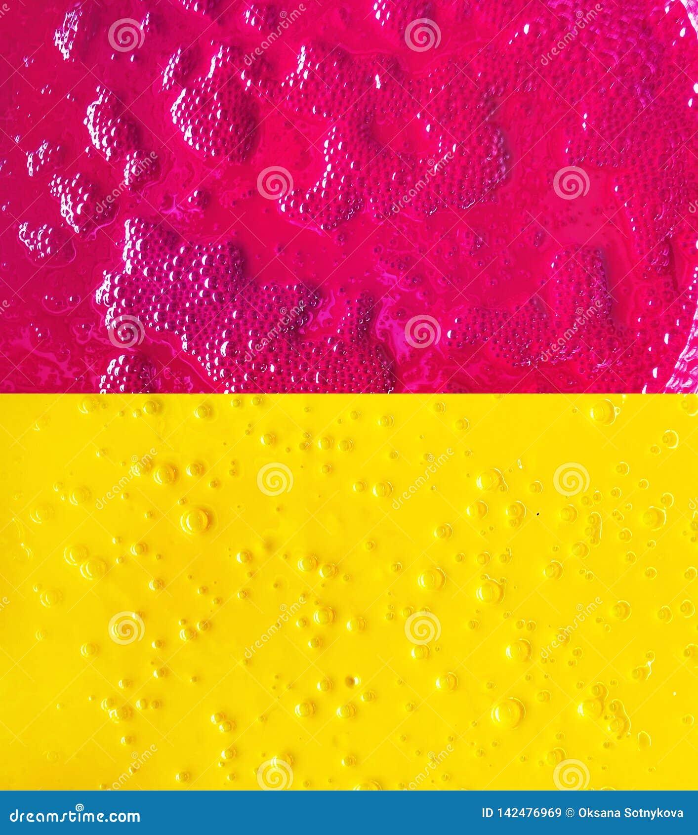 Abstrakcjonistyczny tło z bąblami, farba barwi magenta i żółtego w typografii