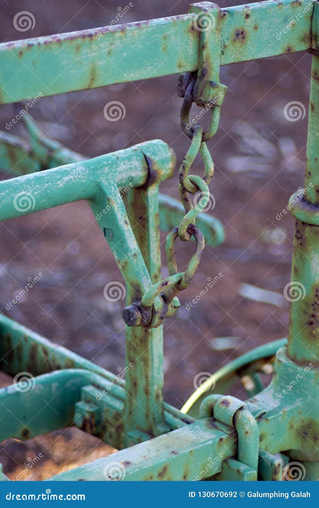 Abstrakcjonistyczny wp8lywy na rocznik rolnej maszynerii