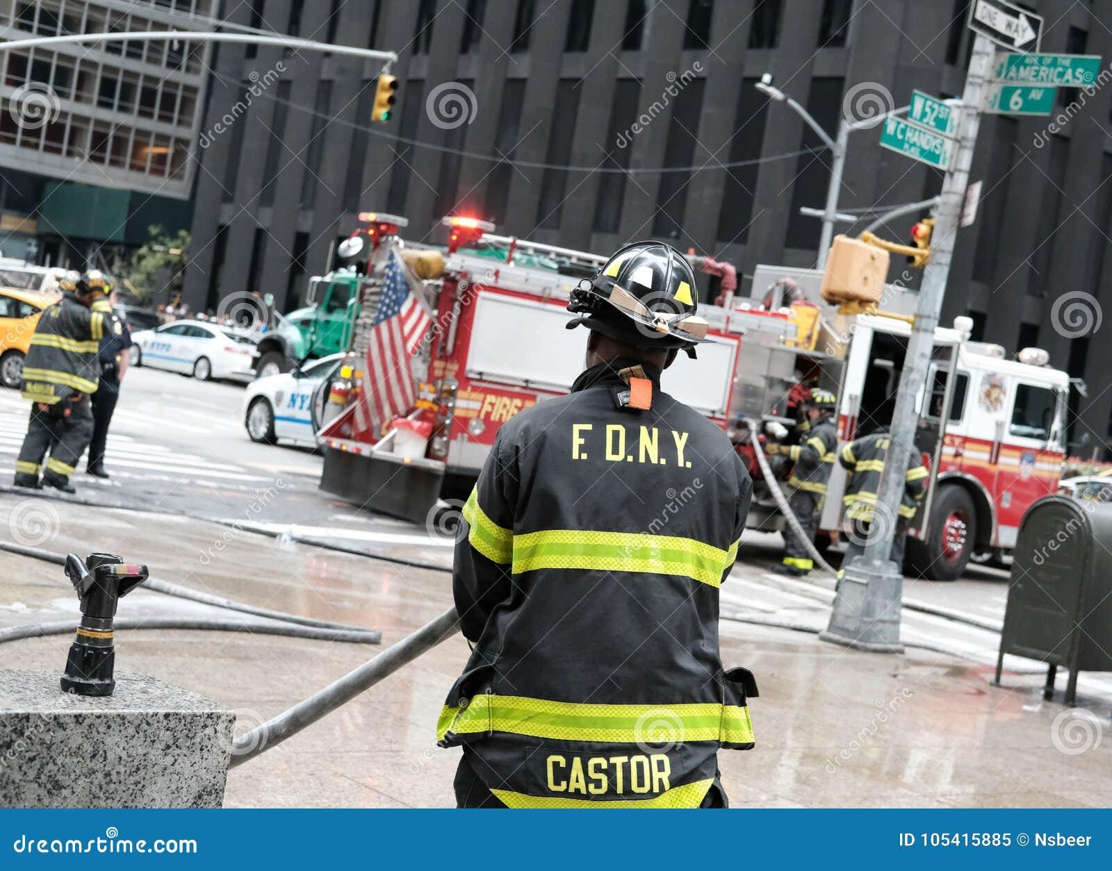 Abstrakt sikt av en polis- och brandhändelse i New York City, USA