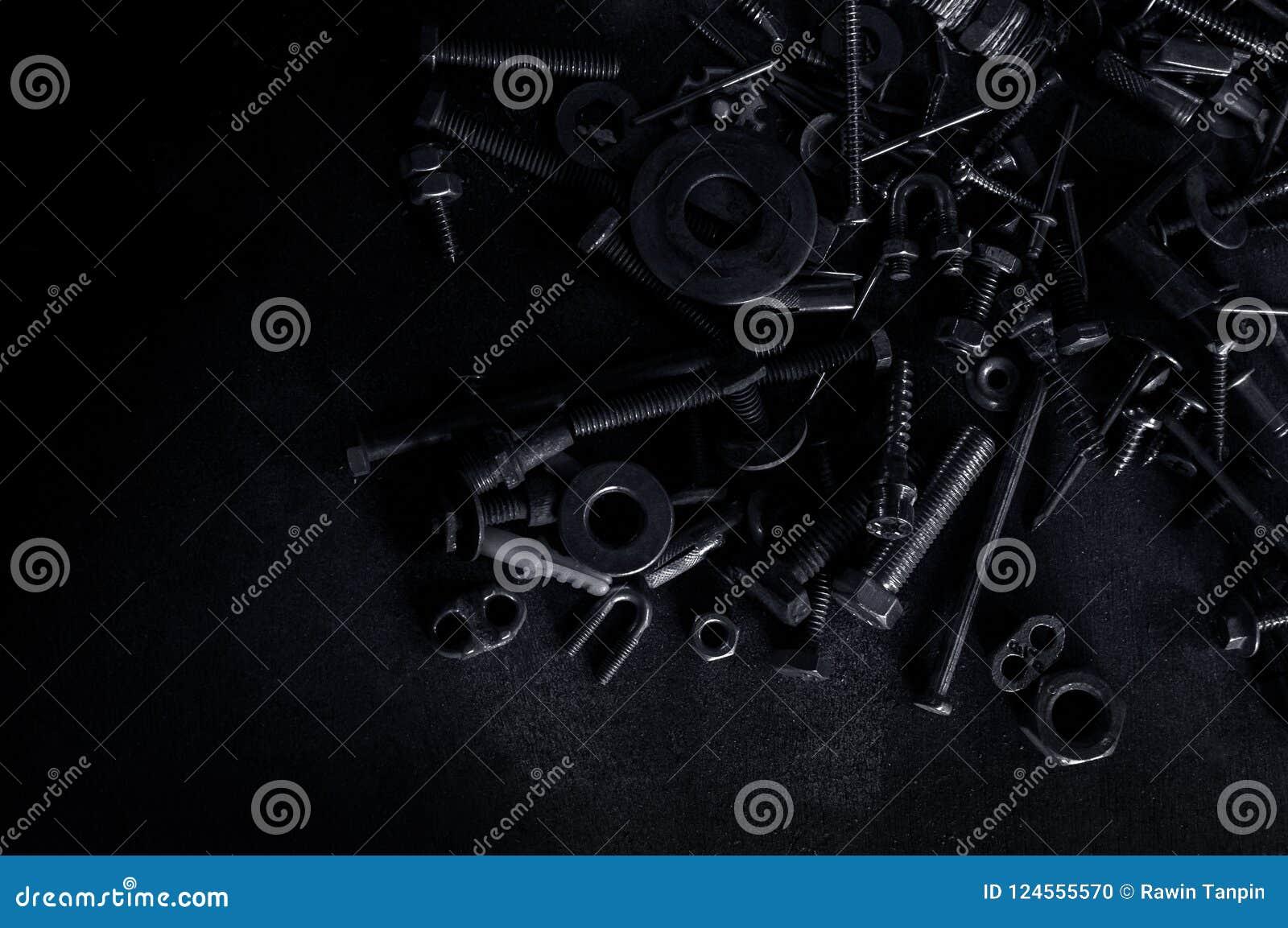 Abstrakt Używać kępki śruby dokrętki Kruszcowi gwoździ rygle na zmroku i
