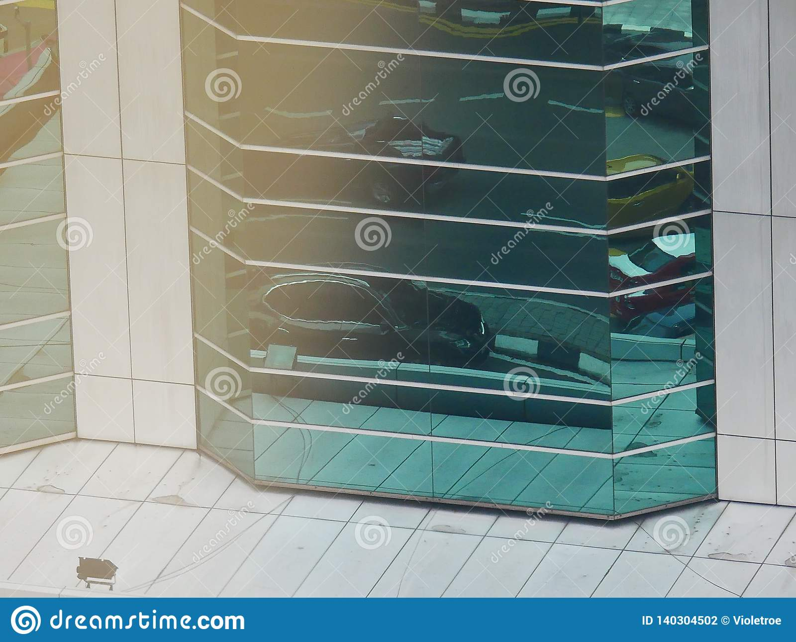Abstrakta reflexioner av byggnader
