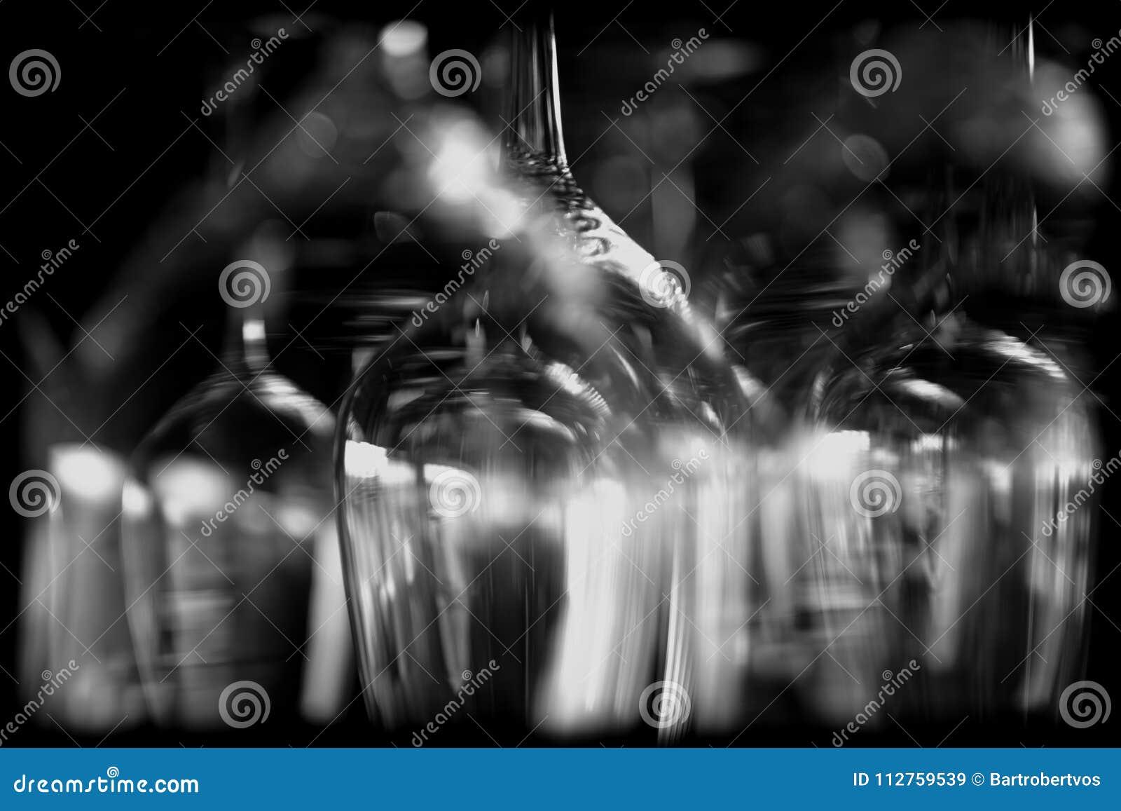 Abstrakte Weingläser