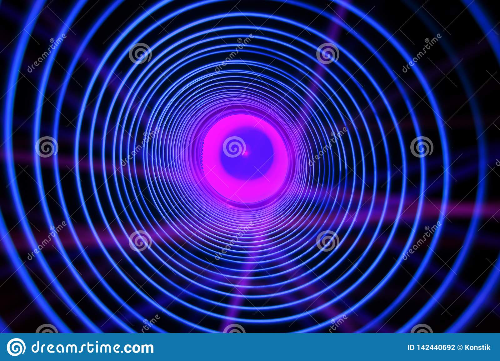 Abstrakter Begriffshintergrund mit futuristischem High-Techem Wormholetunnel