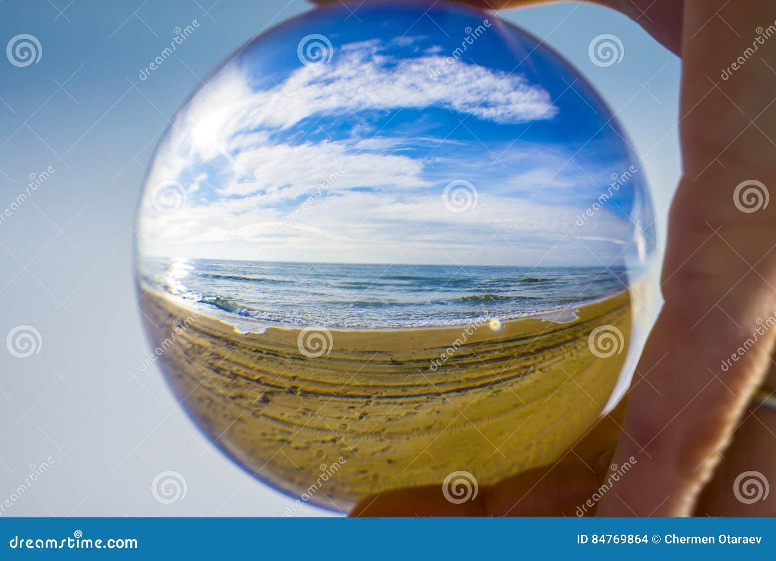 Abstrakter Hintergrund Das Schicksal der Planet Erde in den menschlichen Händen
