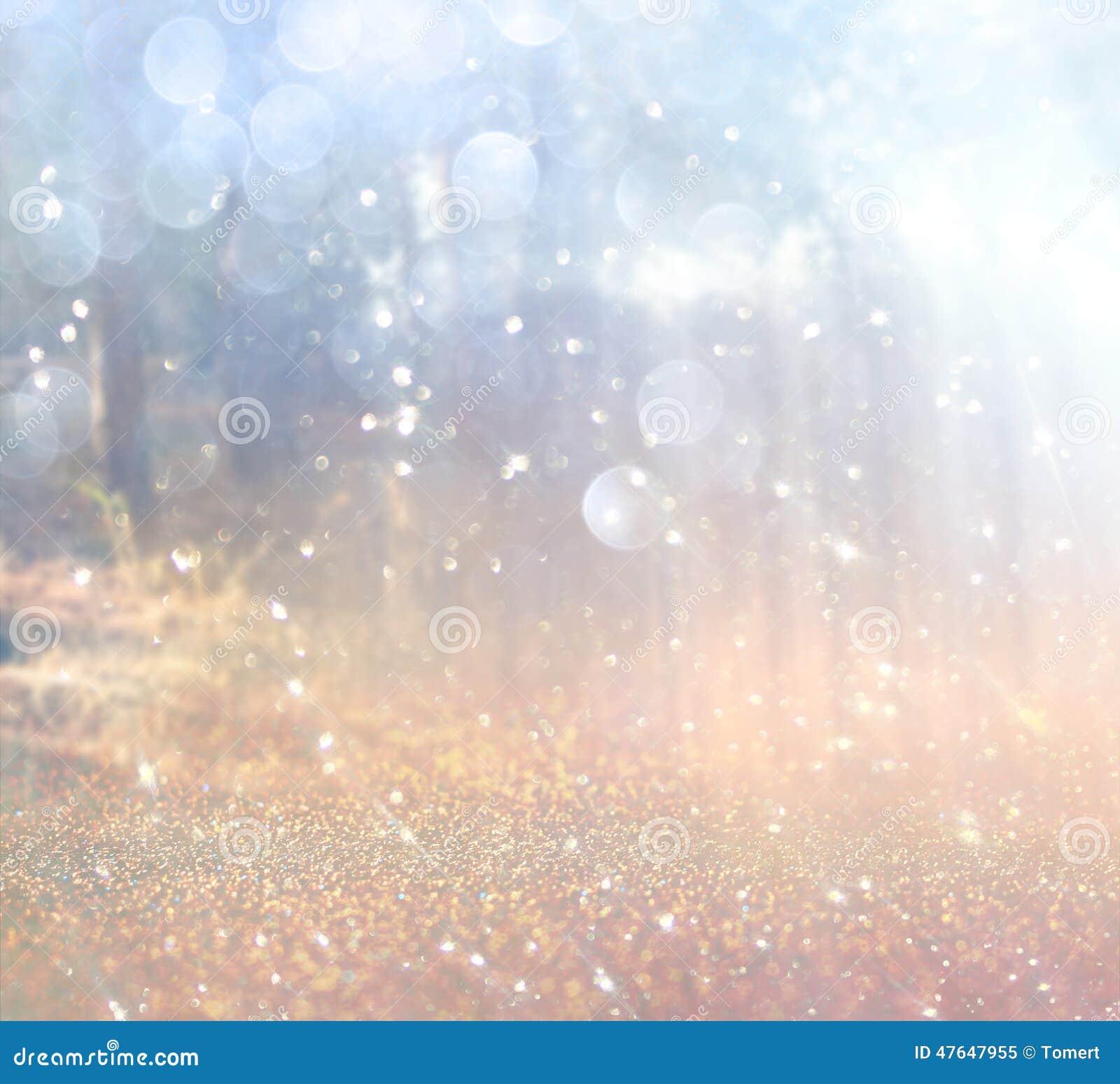 Abstraktes Foto der Lichtexplosion unter Bäumen und Funkeln bokeh beleuchtet Bild wird verwischt und gefiltert