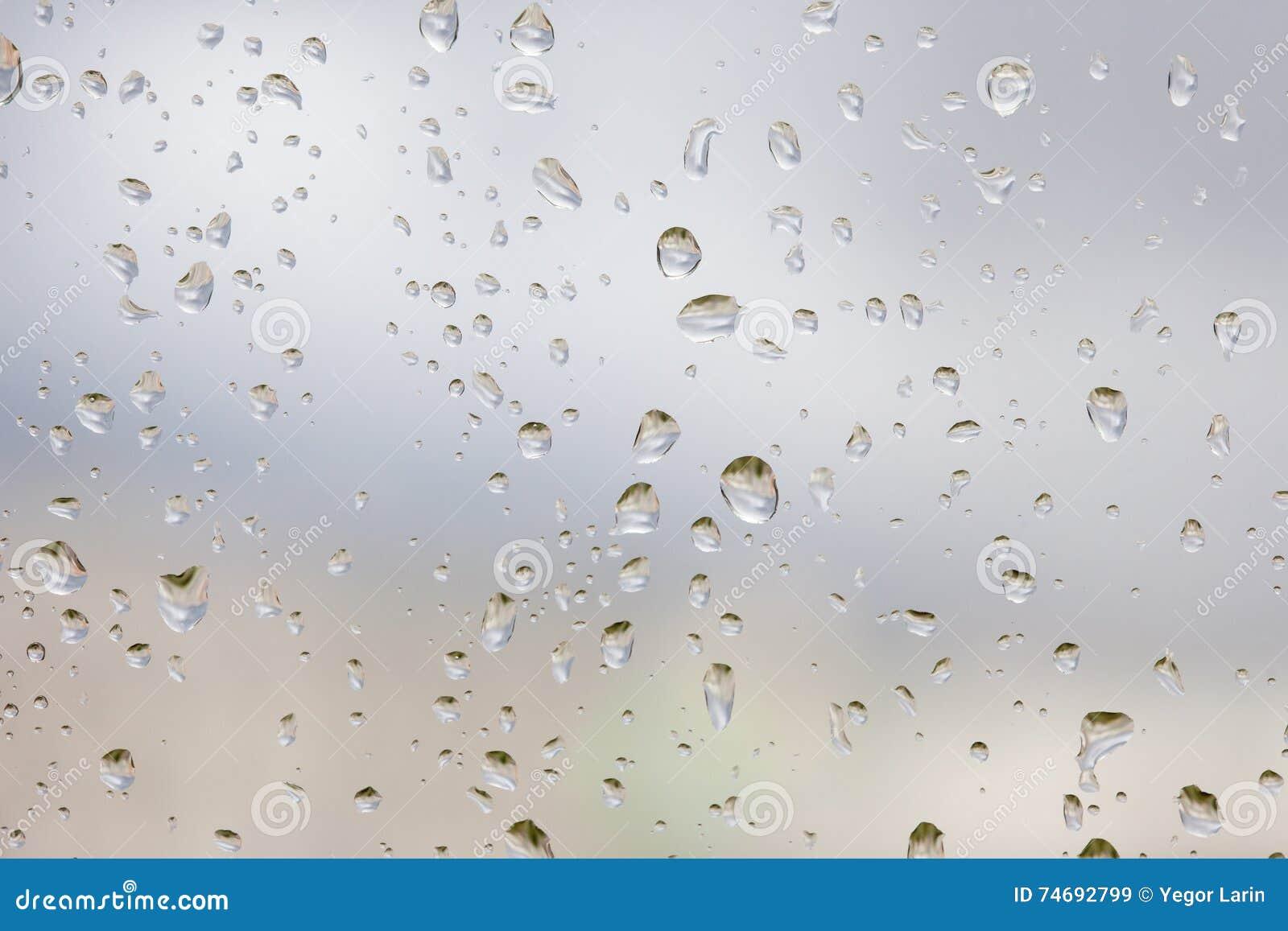 abstruct tropfen des regens auf einem fensterglas stockbild bild von glatt grau 74692799. Black Bedroom Furniture Sets. Home Design Ideas