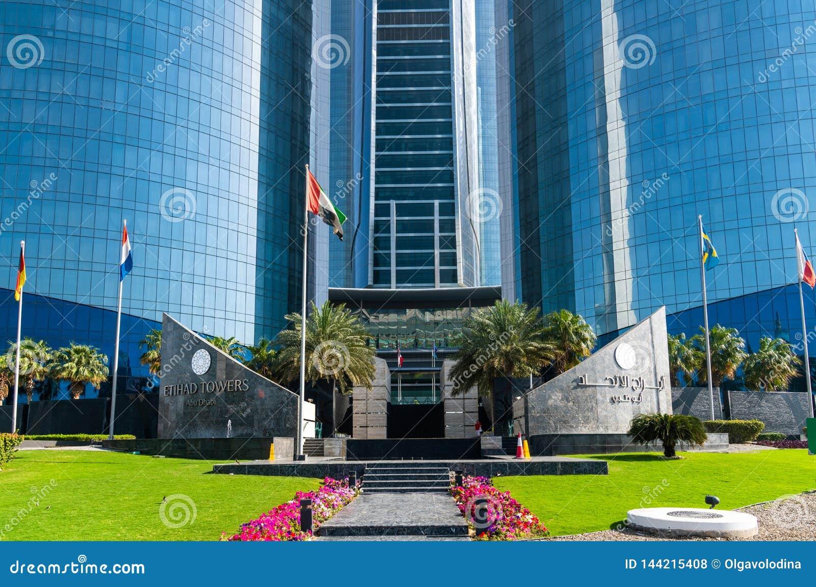 Abu Dhabi, de V.A.E - 30 Maart 2019 ingang aan Etihad-Torens - complex van wolkenkrabbers met woonflats, bureaus en hotel