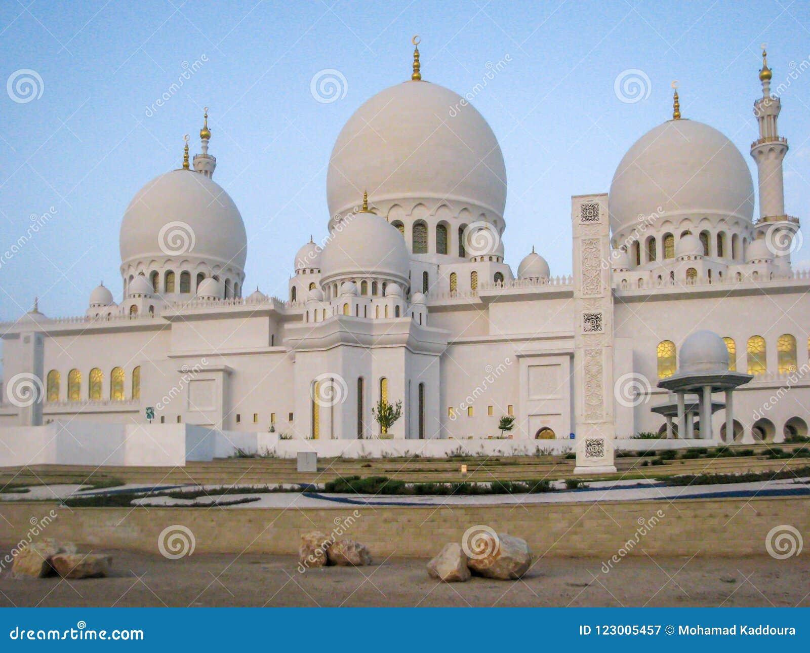 Abu Dhabi Sheik Zayed meczet, Sheikh Zayed Uroczysty meczet lokalizuje w Abu Dhabi
