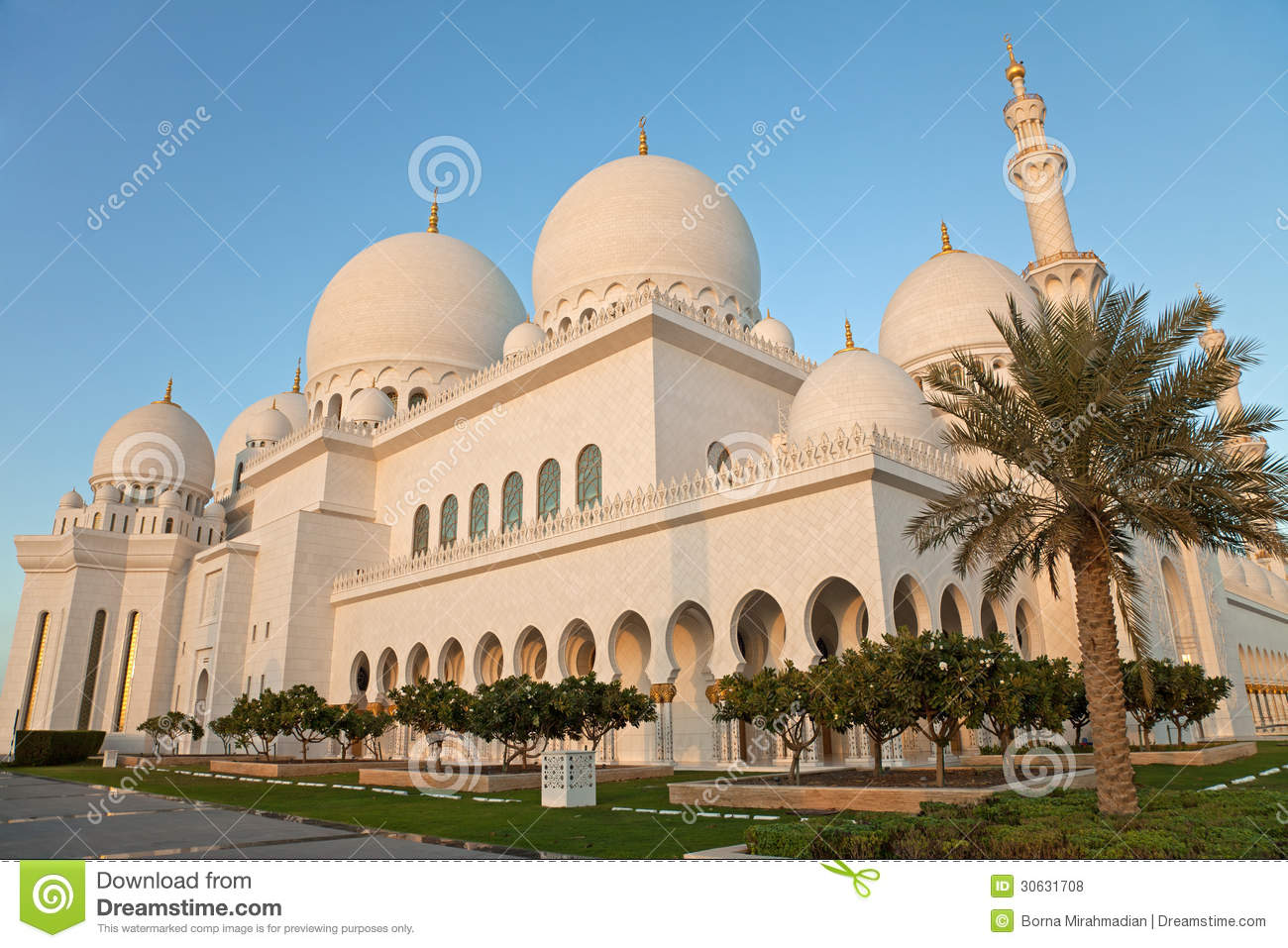 Exterior: Abu Dhabi Sheikh Zayed Mosque Exterior In The Daylight