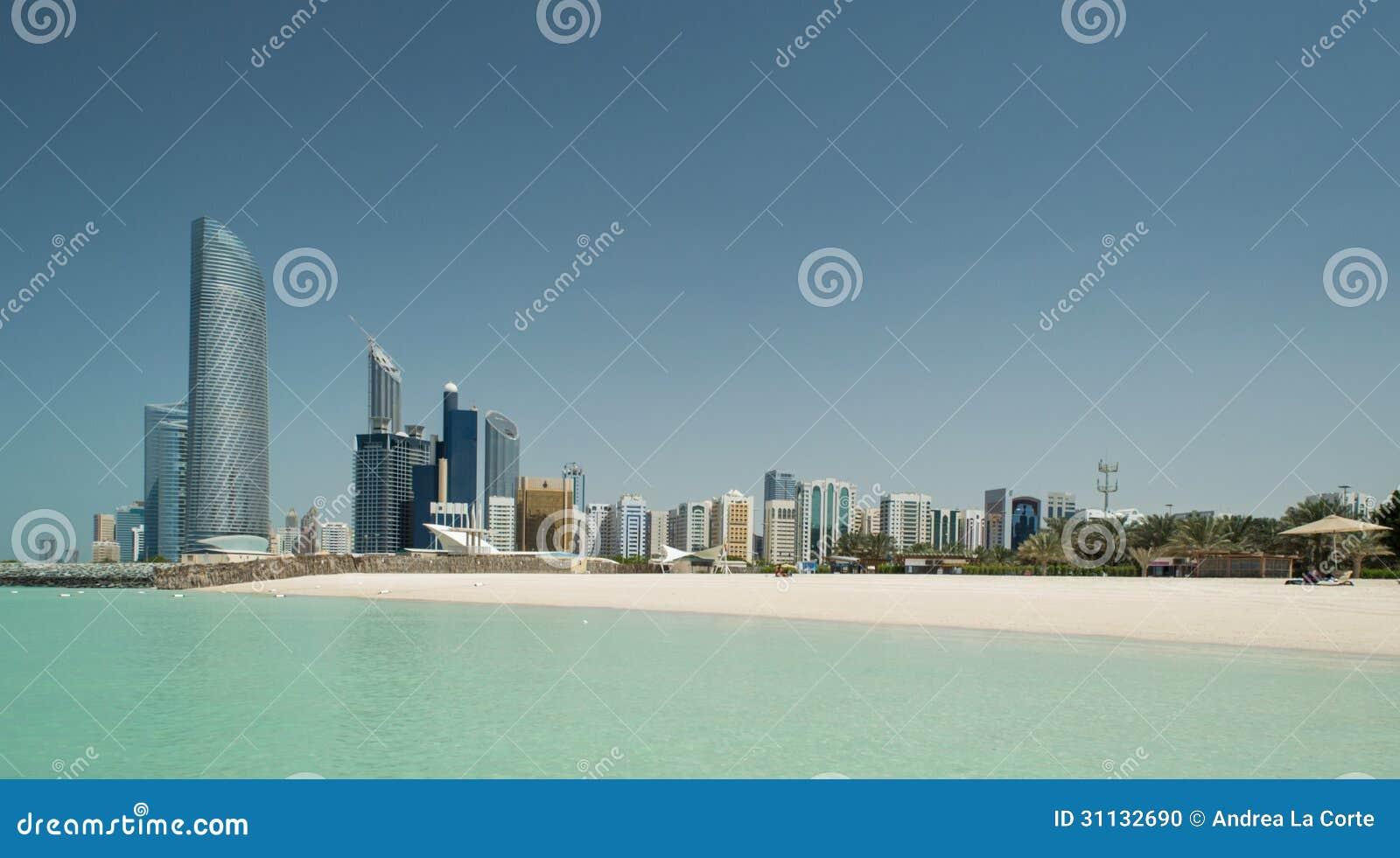Abu Dhabi Skyline und Strand