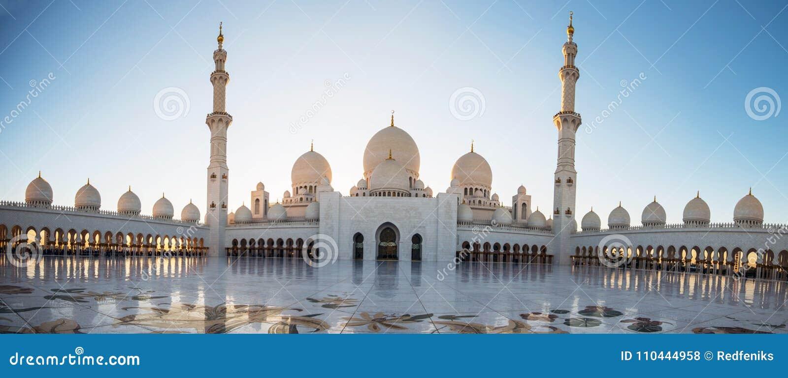 Abu Dhabi, UAE, 04 2018 Styczeń, Sheikh Zayed Uroczysty meczet w Abu Dhabi