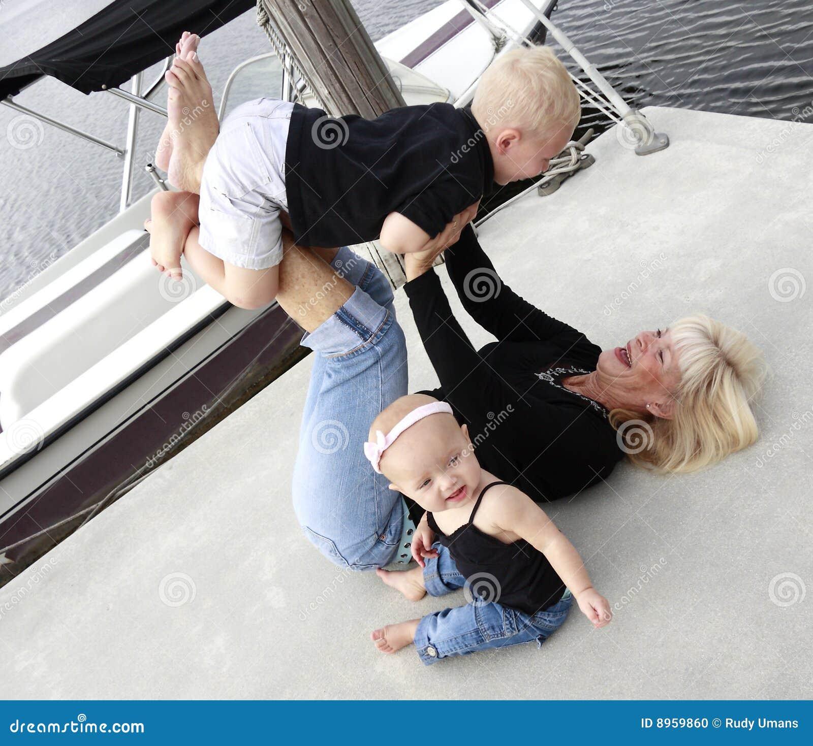 Abuela y nietos 2