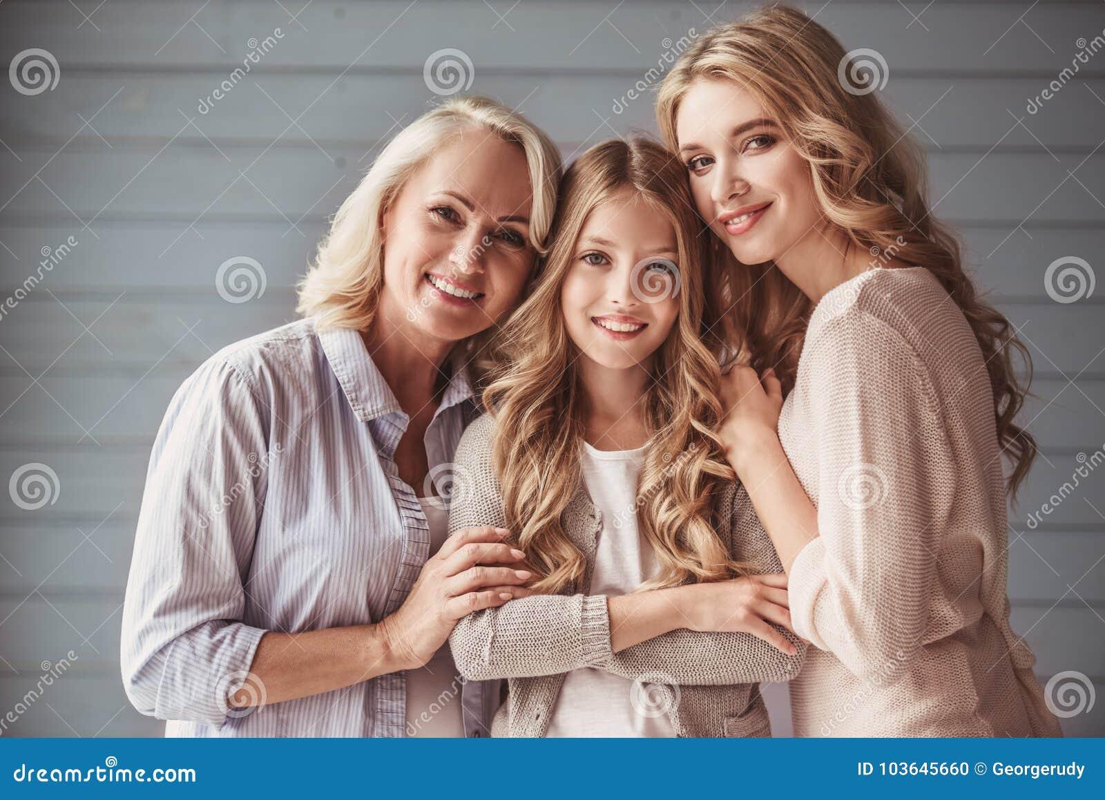 Abuelita, mamá e hija