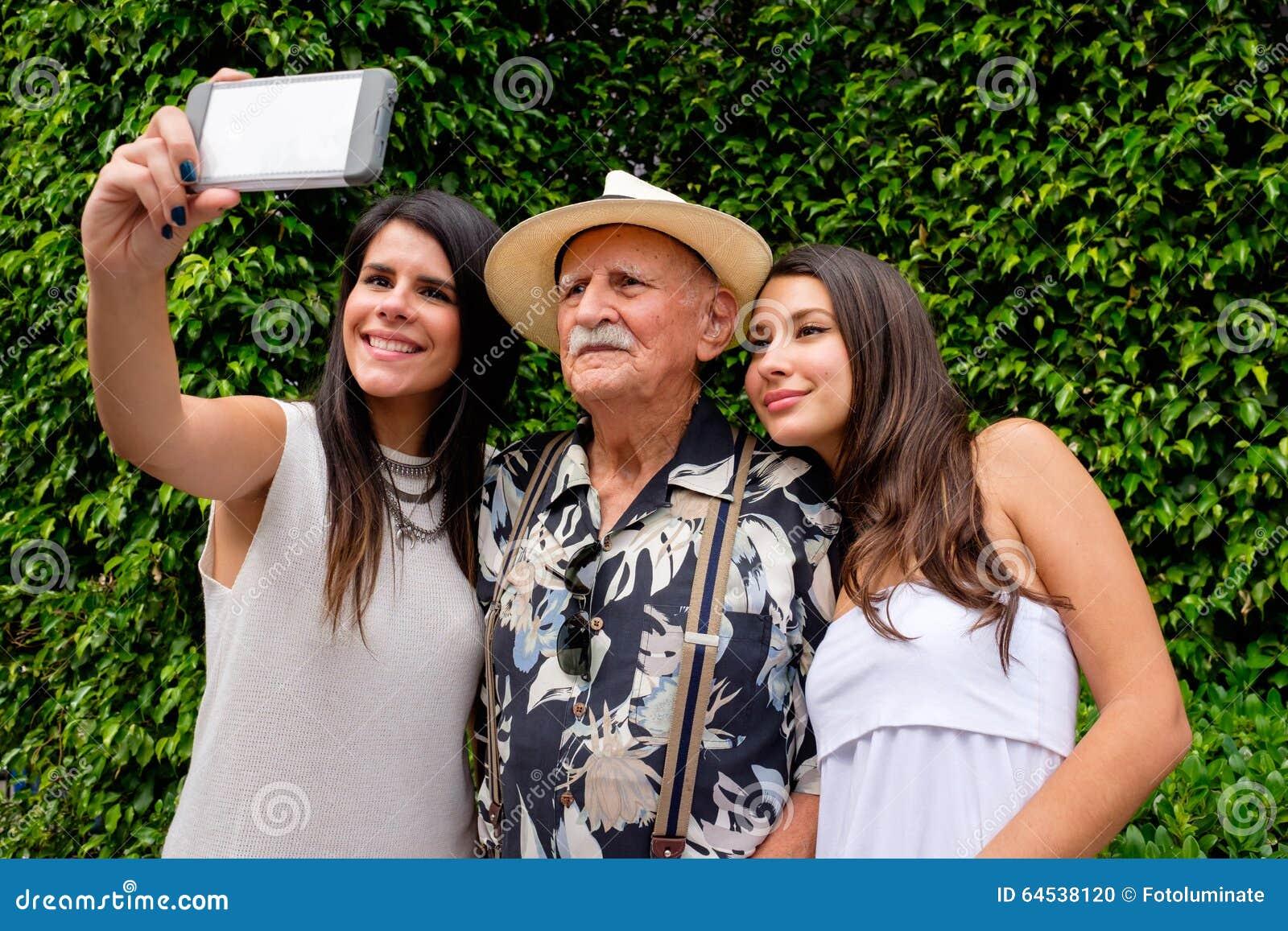 Hilo para hablar sola - Página 6 Abuelo-y-nietas-64538120