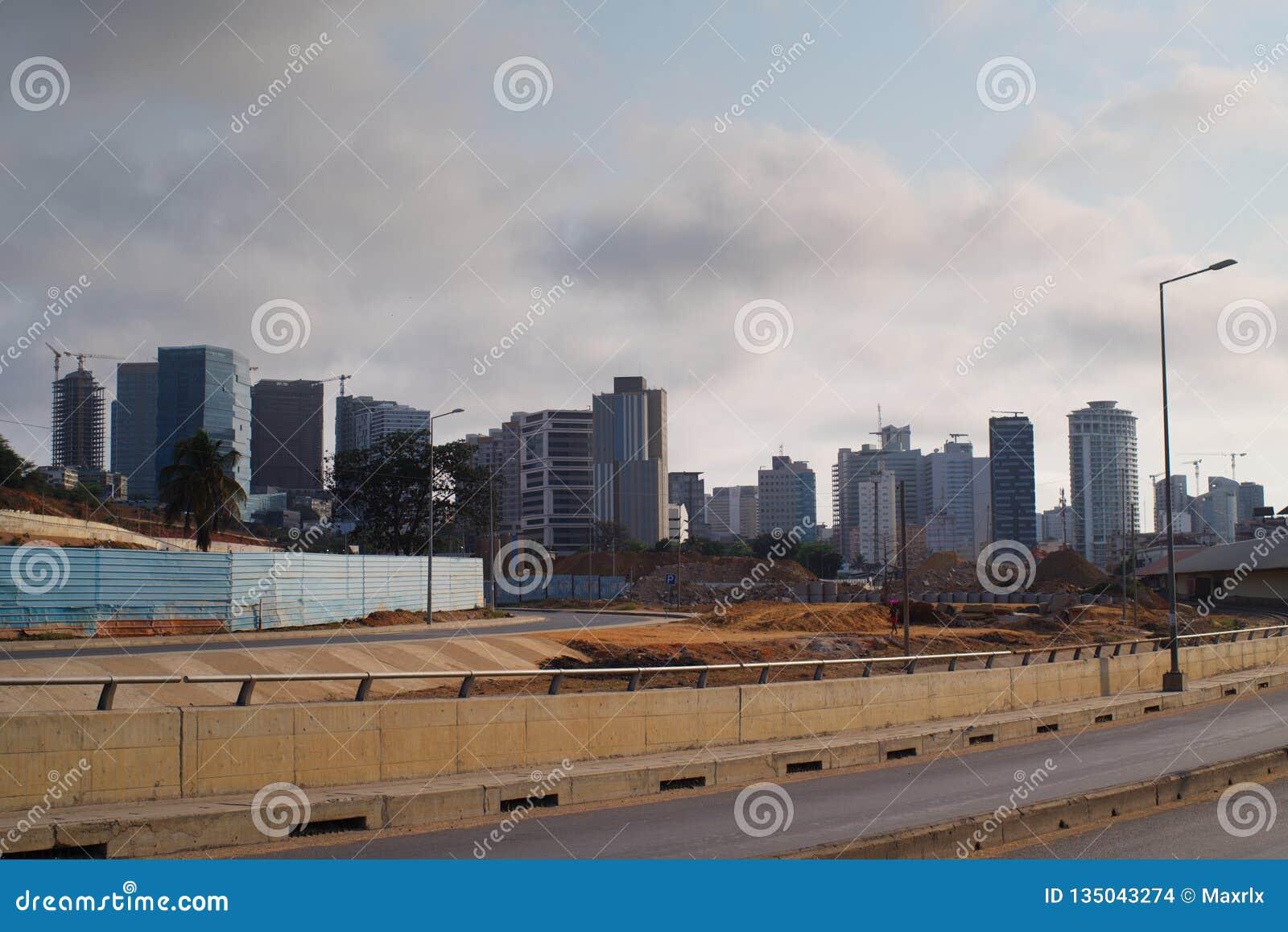Abwechselnde Ansicht von Luanda-Skylinen