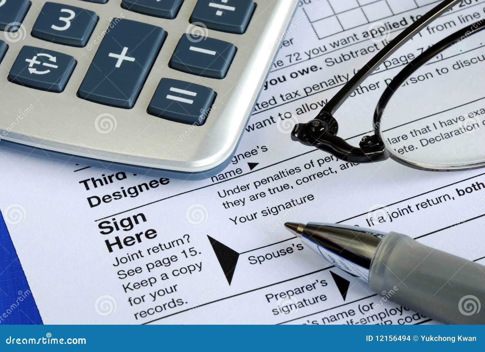 Acabe y firme la declaración sobre la renta