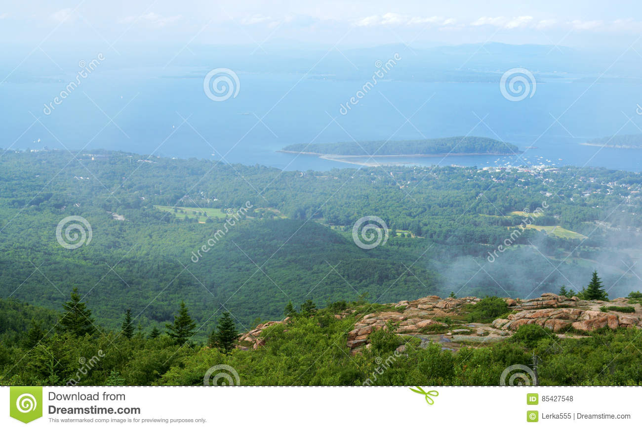 Acadia National Park is home to breathtaking natural landscapes that teem with diverse variety of fauna and flora, as well as Cadi