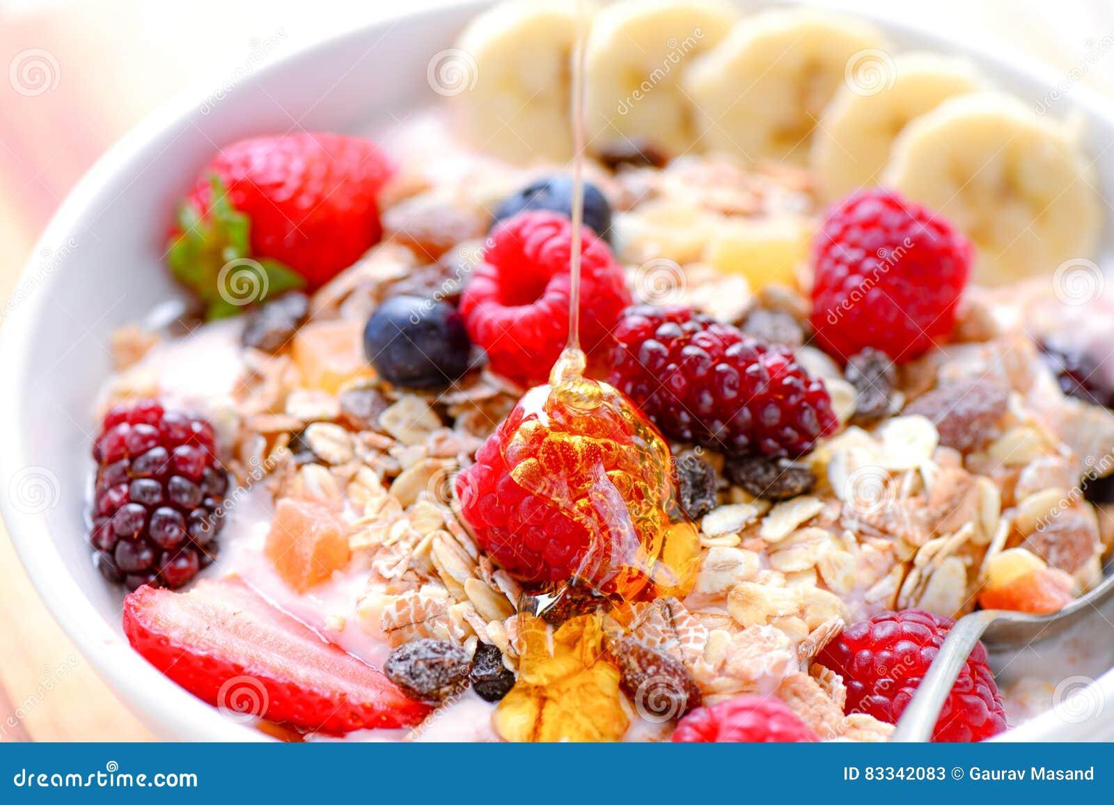 Acai水果钵用muesli谷物