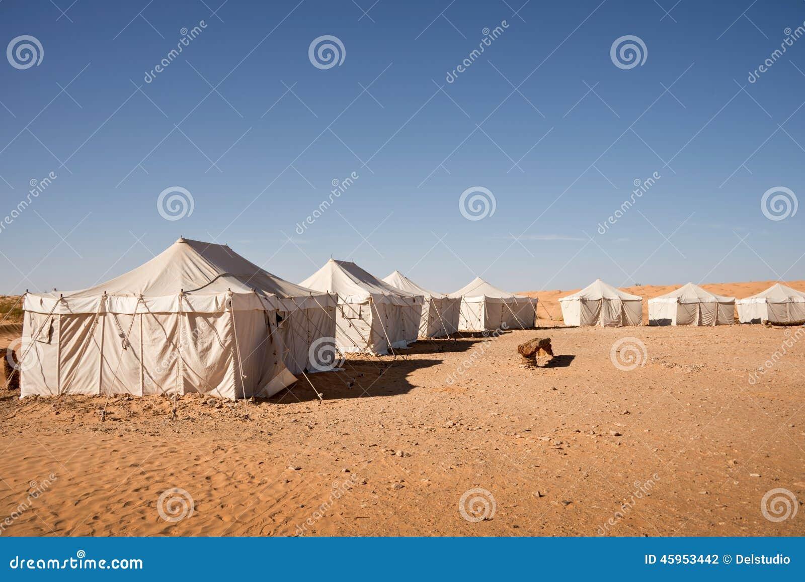 Acampamento das barracas no deserto de Sahara