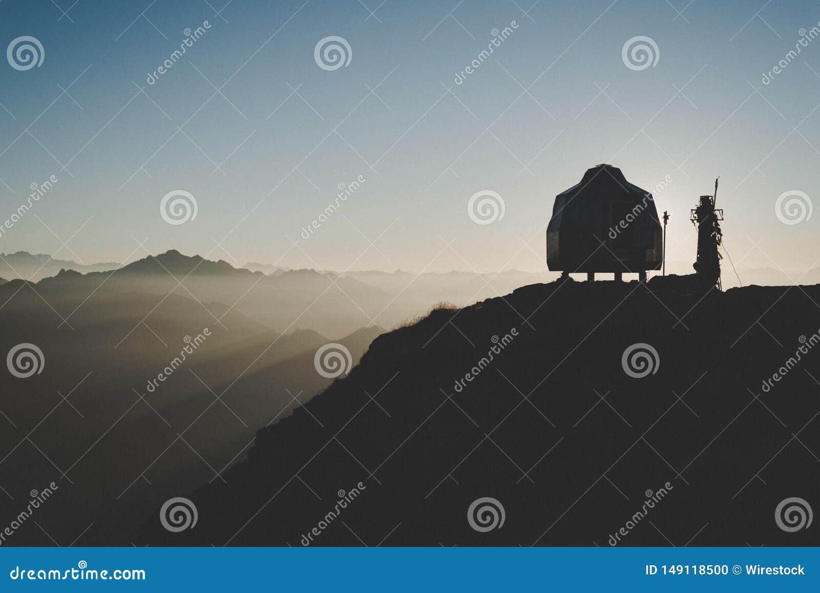Acampar na montanha alta com paisagem natrual bonita acima