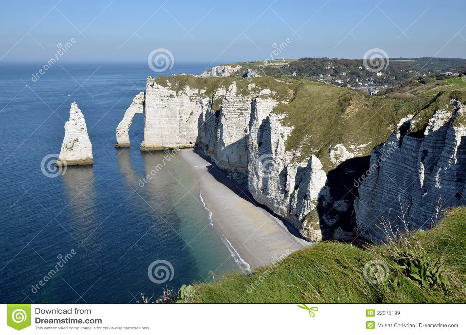 Acantilados famosos de Etretat en Francia