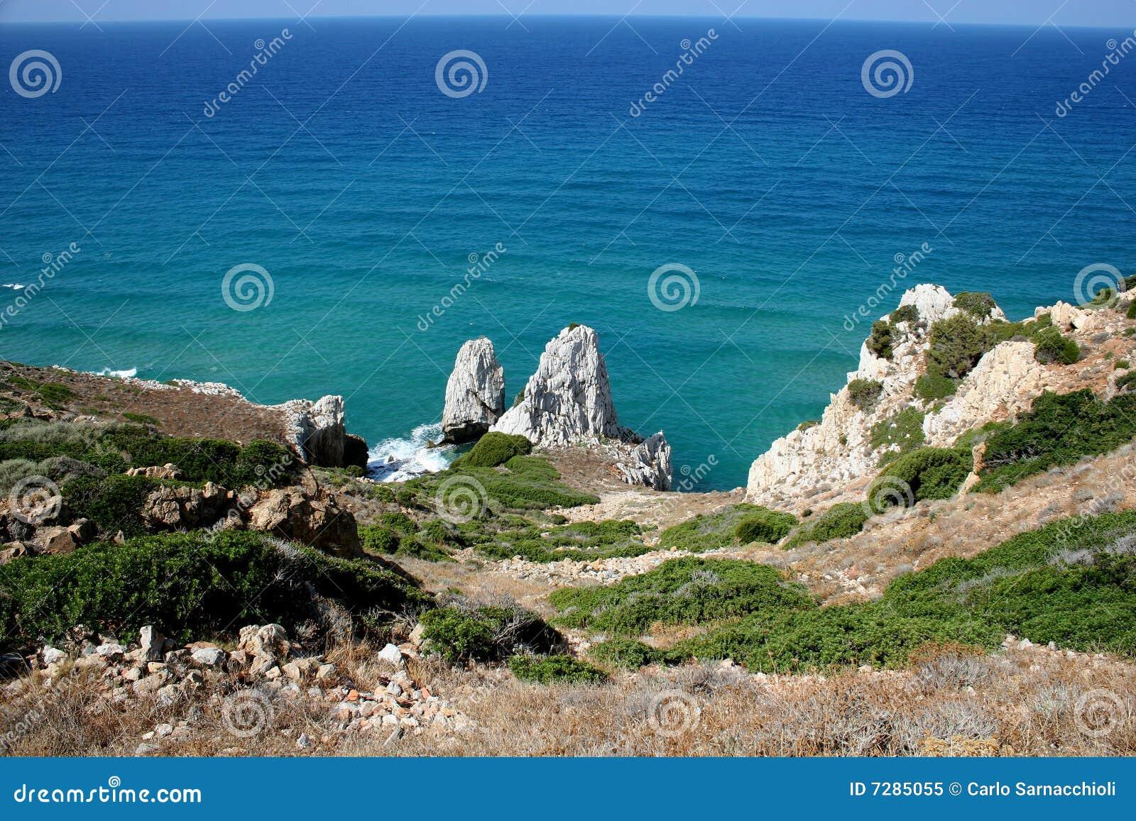 Acantilados que pasan por alto el mar