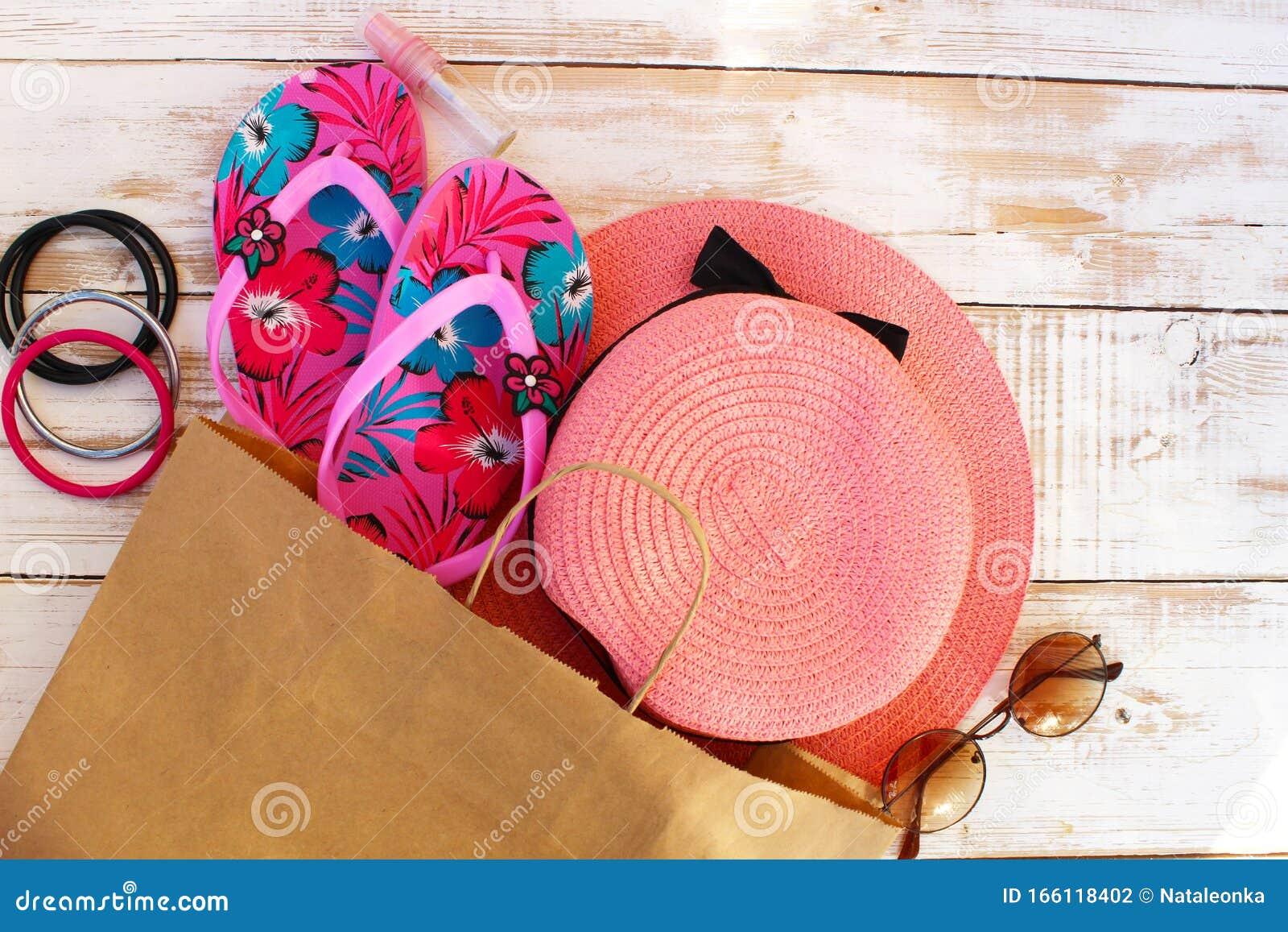 Accesorios De Playa Para Mujeres O Niñas Foto De Archivo Imagen De Alimento Blanco 166118402