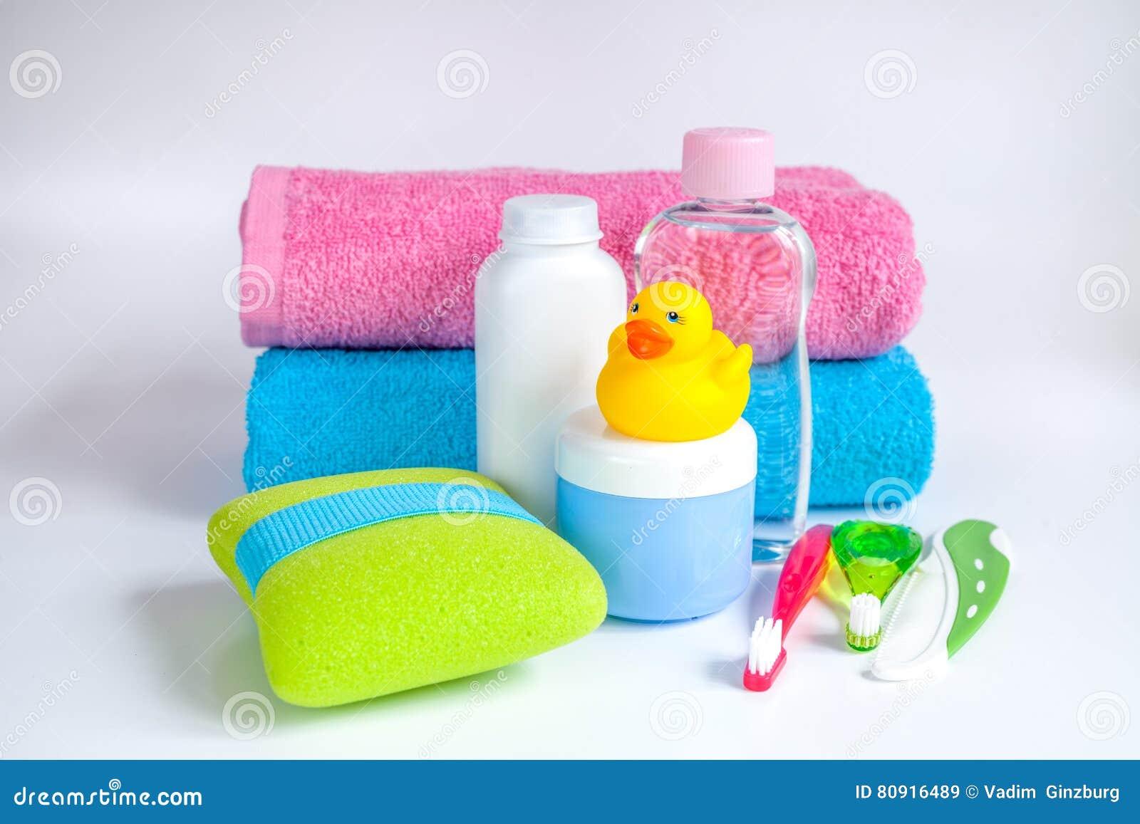 accesorios del beb para el ba o con el pato en el fondo
