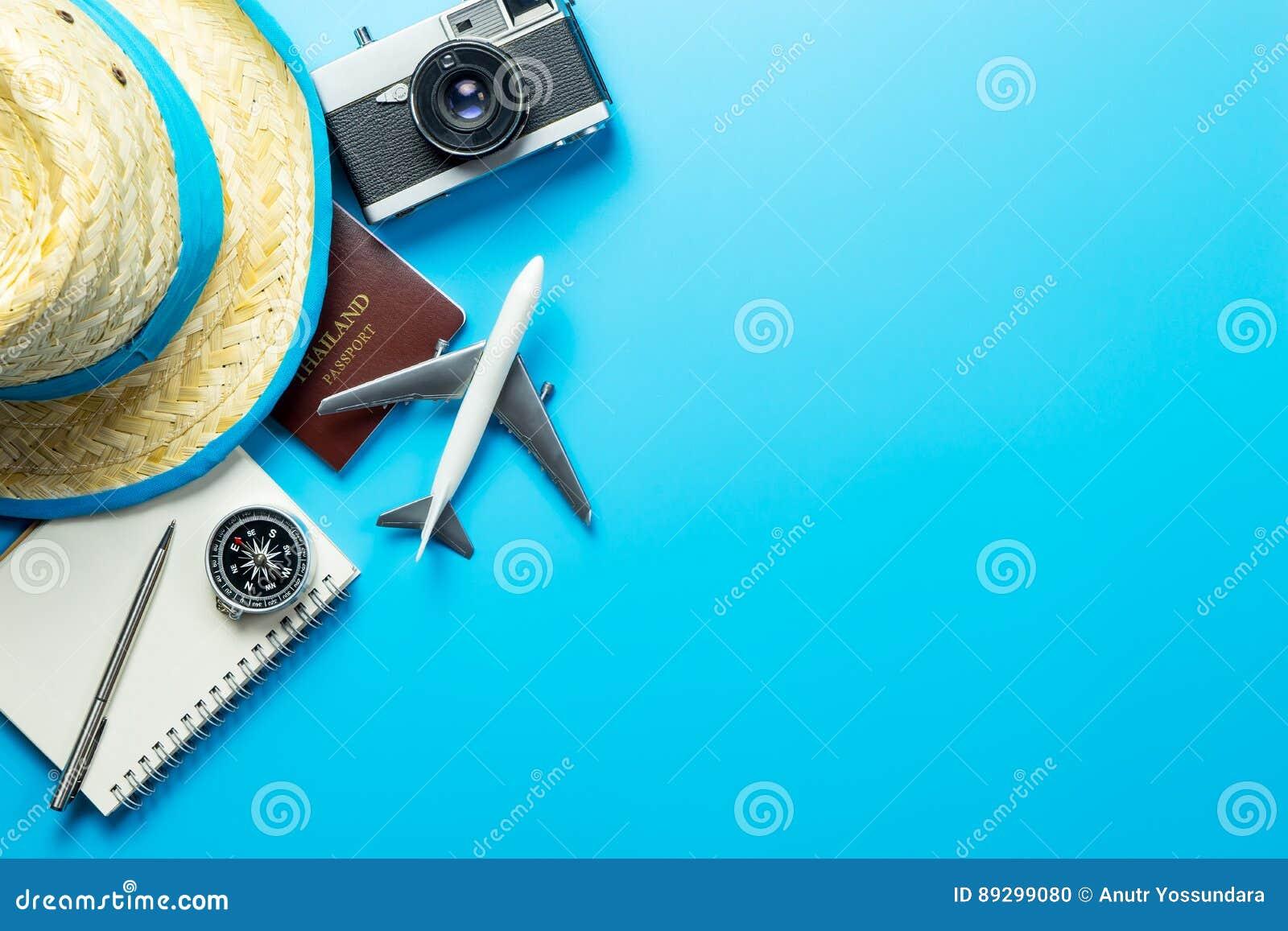 Accesorios del blogger del viaje del verano en azul