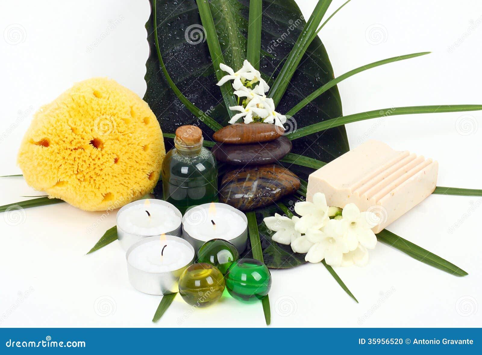 Accesorios para el balneario con las flores del jazmín